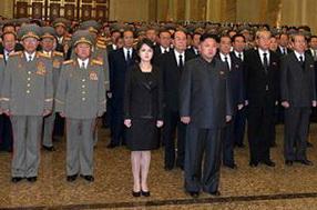 Kim-Jong-Un_Ri Sol-Ju Dec2013