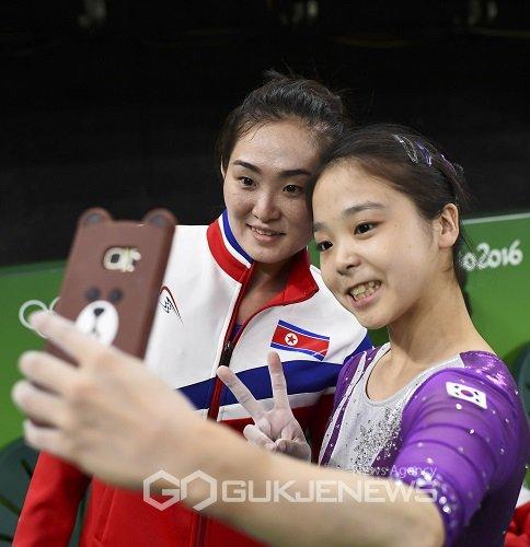 Two Koreas Olympic selfie